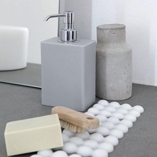 Geelli_Ivasi_Dispenser